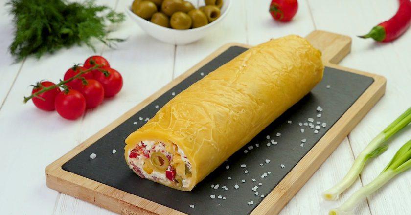 Как приготовить сырный рулет с начинкой