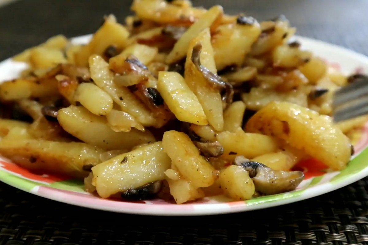 Гриби зі смаженою картоплею