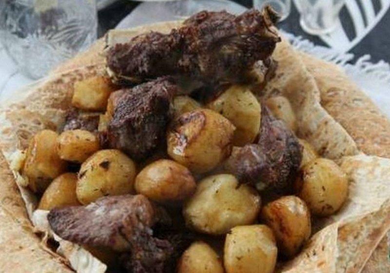Картопля з м'ясом в казані