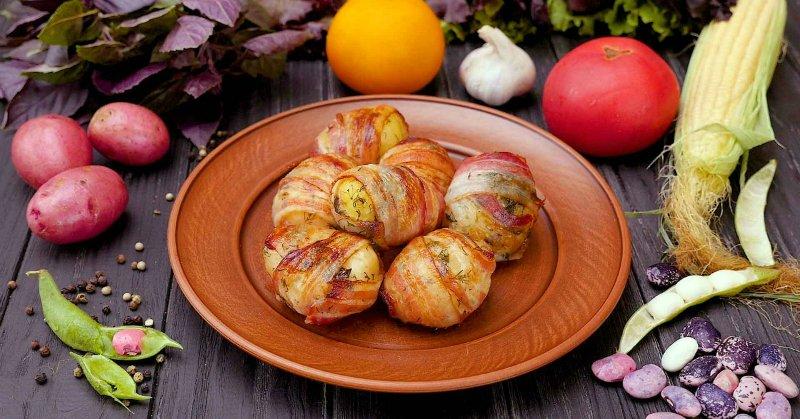 запеченный в беконе картофель