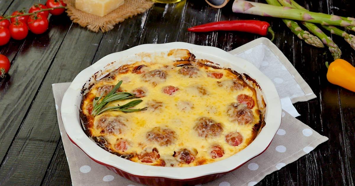Картопляна запіканка з тюфтельками і помідорами черрі