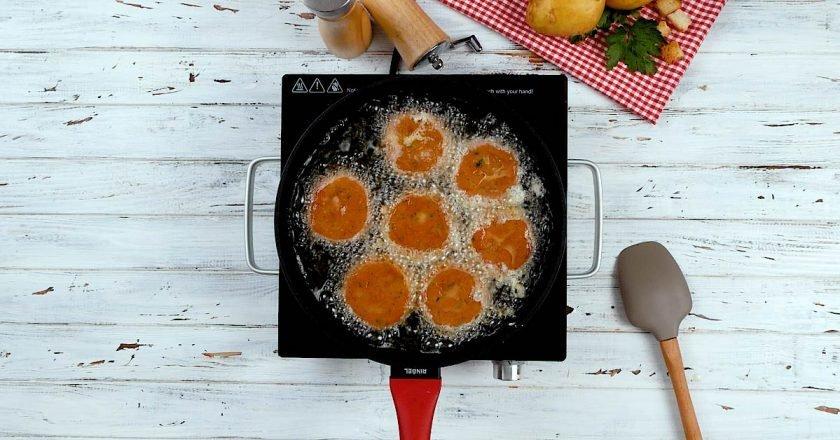 Картопляні котлети на сковороді подивитися рецепт