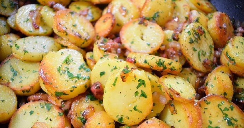 Картопля по-німецьки з м'ясом на сковороді подивитися рецепт