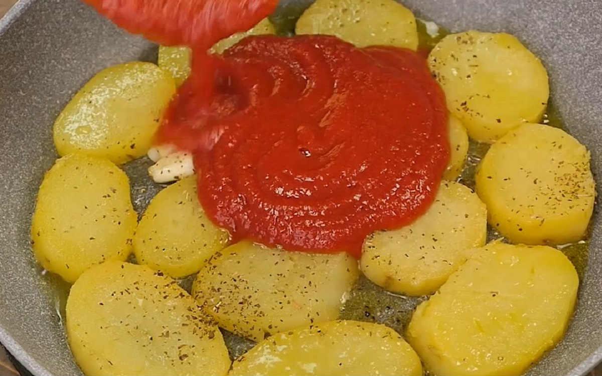 добавление томатного соуса