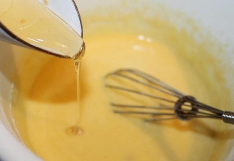 добавление мёда в тесто