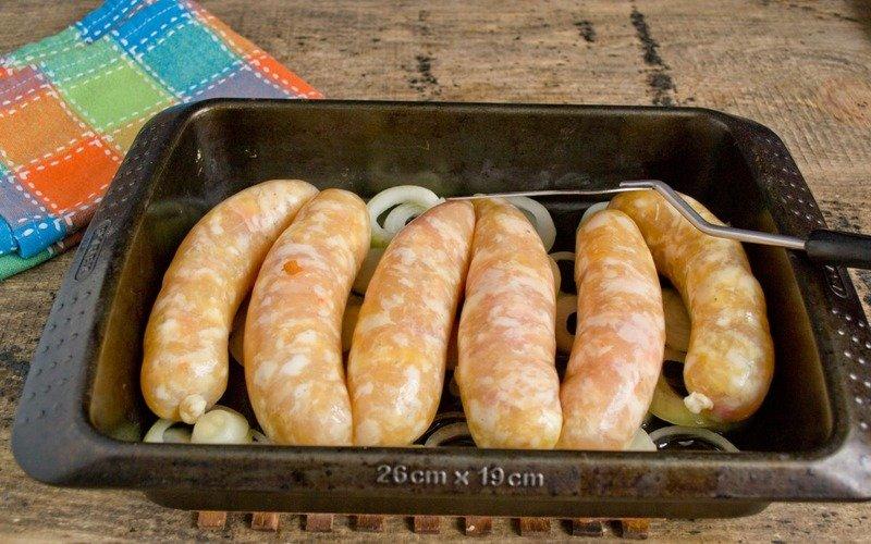 колбаски с грибами