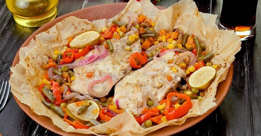 Куриная грудка с овощами в пергаменте