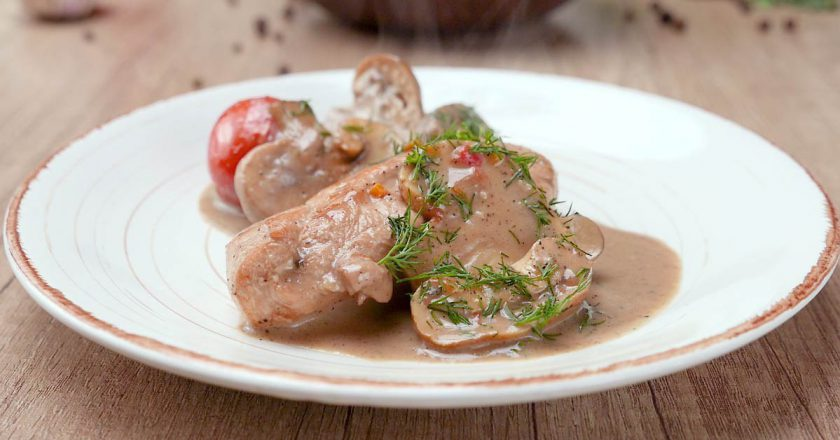 Куриное филе в сливочном соусе