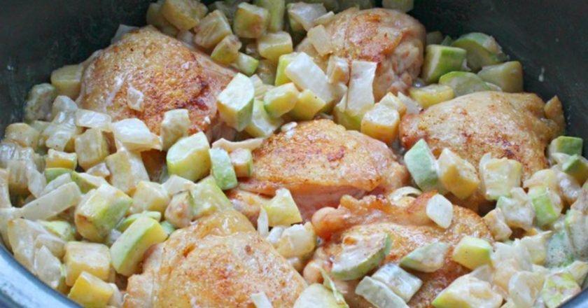 Курячі стегна з кабачками на сковороді подивитися рецепт