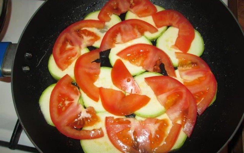 кабачки с помидорами