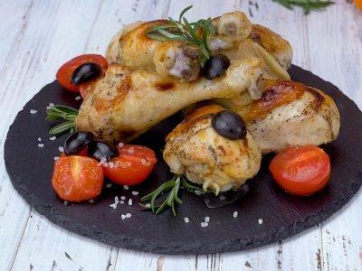Куриные ножки с маслинами и розмарином