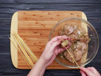 Куриные шашлычки с соусом