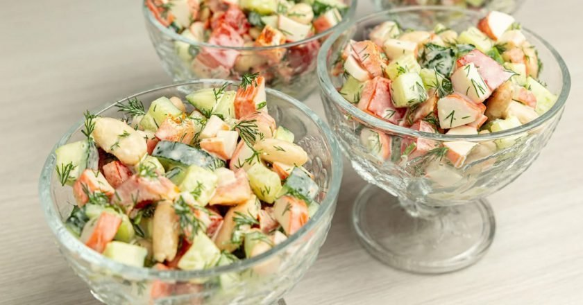 Легкий салат з крабовими паличками «Москвичка» подивитися рецепт