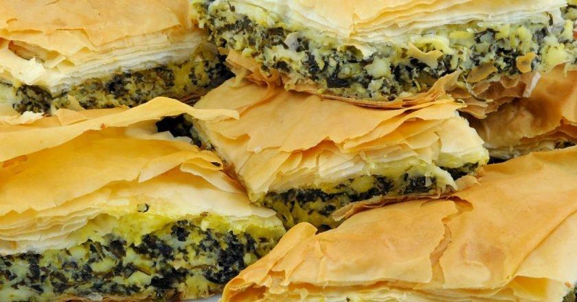 Пирог из слоеного теста с сулугуни: быстрый рецепт