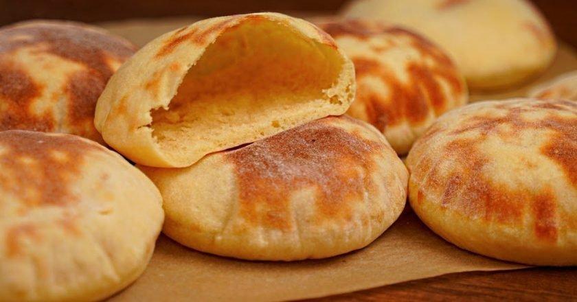 Дрожжевые картофельные лепешки с кармашками