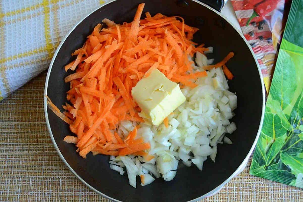 Зрази манні з куркою і овочами
