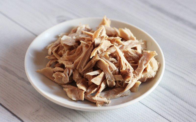многослойный салат с курицей и грибами