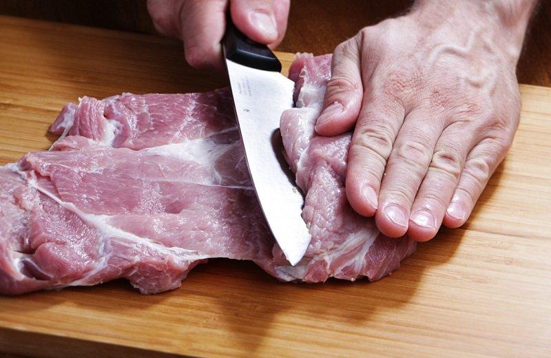 как разделать свиную лопатку