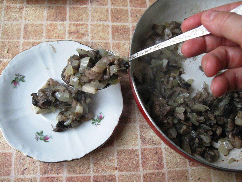 резать грибы