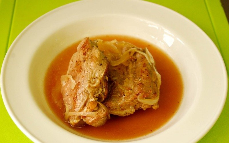 мясо под рябиновым соусом