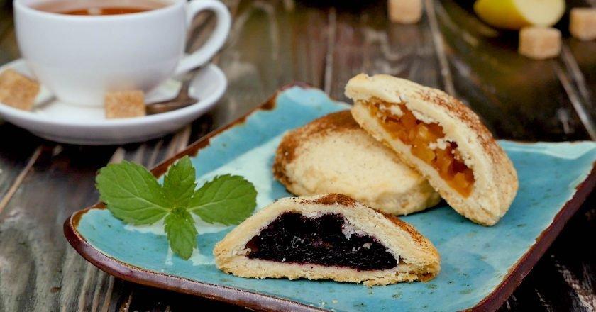Пісочні міні-пироги з яблуками і чорницею подивитися рецепт