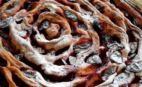 пирог с маком и сливами
