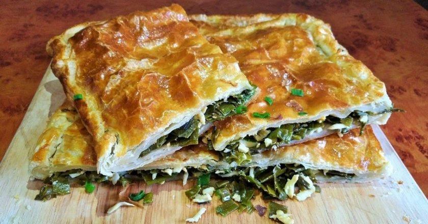 Слоеный пирог с зеленым луком