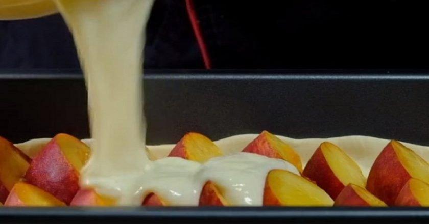 Пиріг зі свіжими персиками - готуємо з покроковими фото
