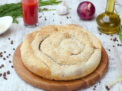 Пирог-улитка с брынзой и шпинатом