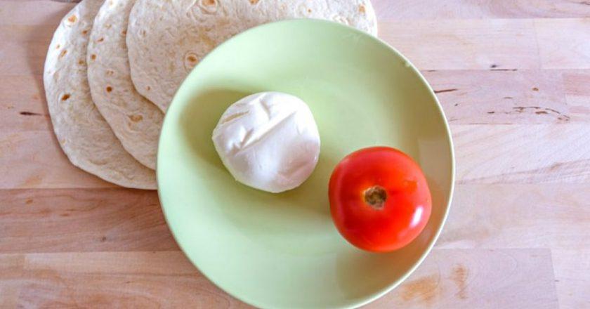 Соковиті помідори з моцарелою на грилі | Цє Смак подивитися рецепт
