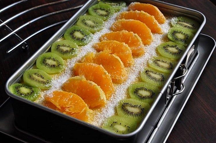 Постное пирожное с фруктами