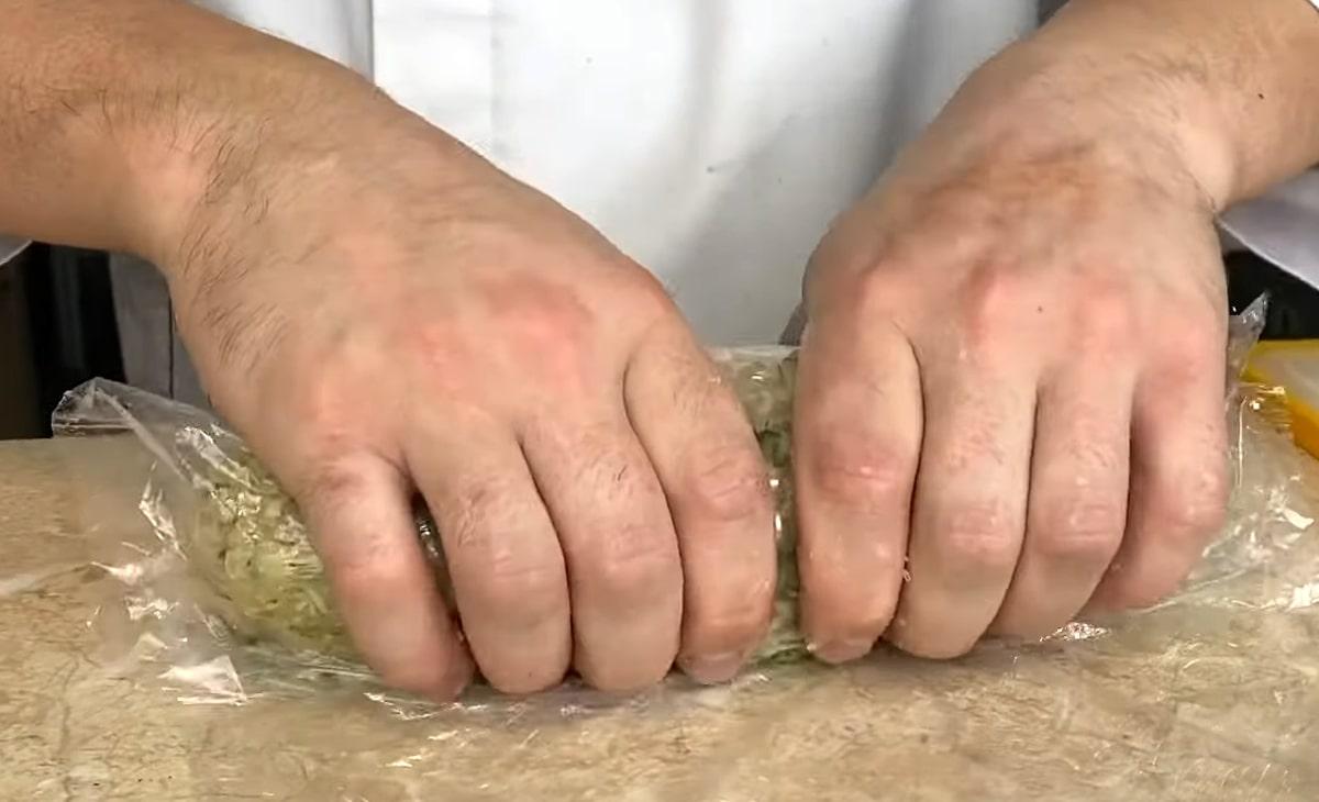 процесс измельчения судака и щуки