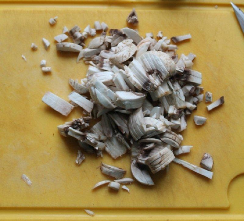 нарезать грибы соломкой