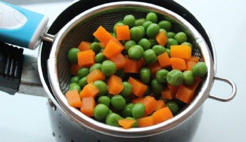 горошек с морковью