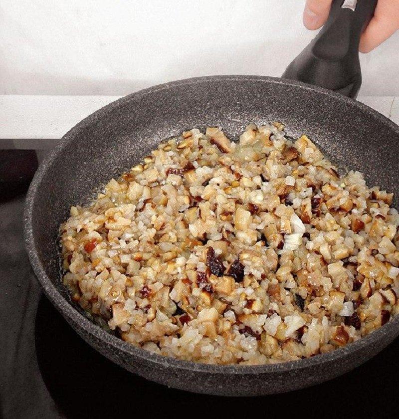 как жарить грибы с луком