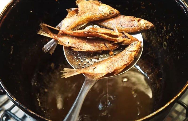 Смажена річкова риба по-узбецьки без кляру
