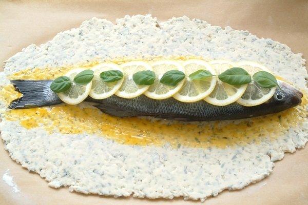 запекать рыбу в тесте