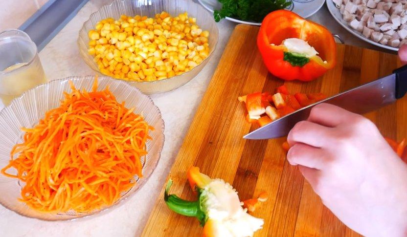 салат с куриным филе и корейской морковью