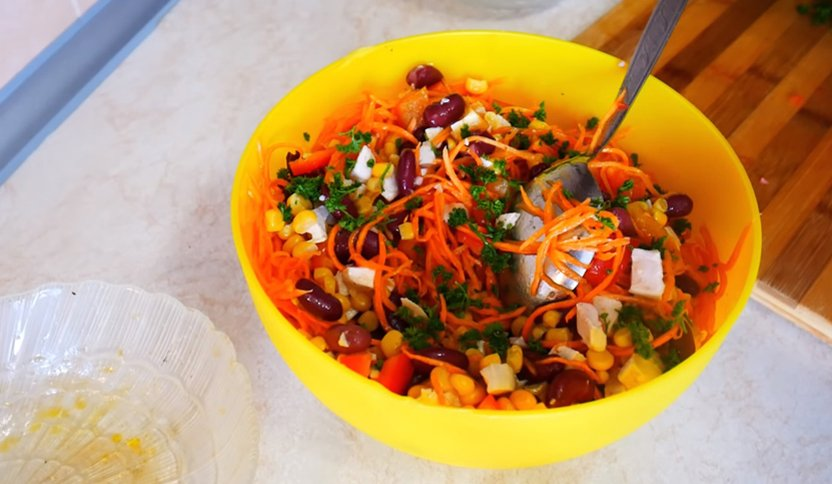 салат с куриным филе без майонеза