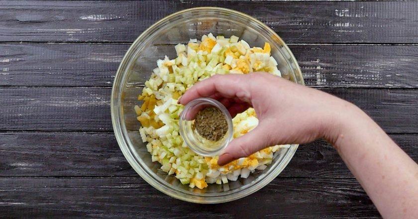 Салат из цветной капусты с яйцами
