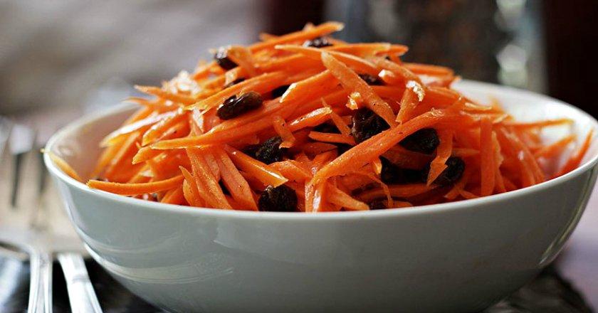 Салат из моркови с изюмом