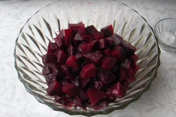 салат из свеклы с семечками