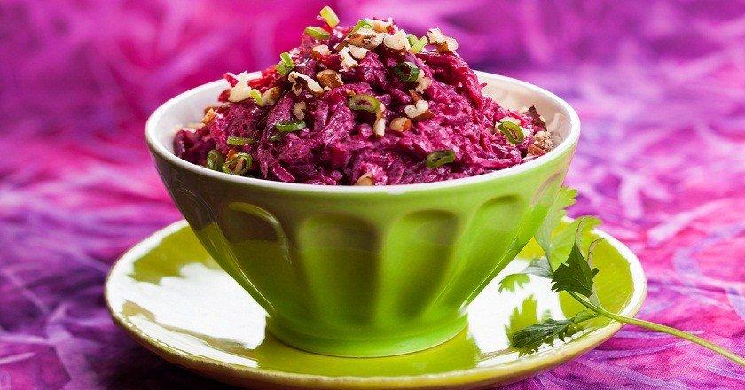 Салат из свеклы с горошком с чесноком