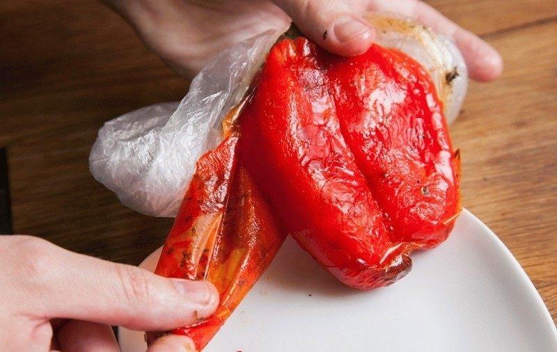 Салат с печеным перцем и отварной говядиной