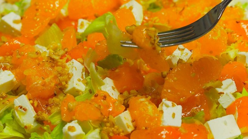 как приготовить салат с хурмой и мандаринами