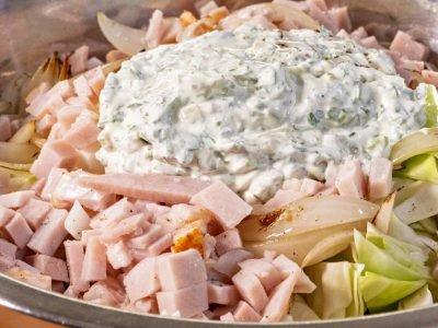 Салат с капустой и бужениной