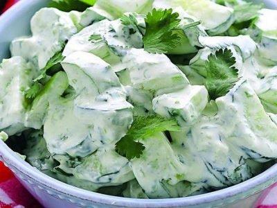 Салат с огурцами и сыром