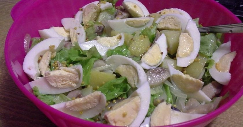 Салат с сельдью и луком
