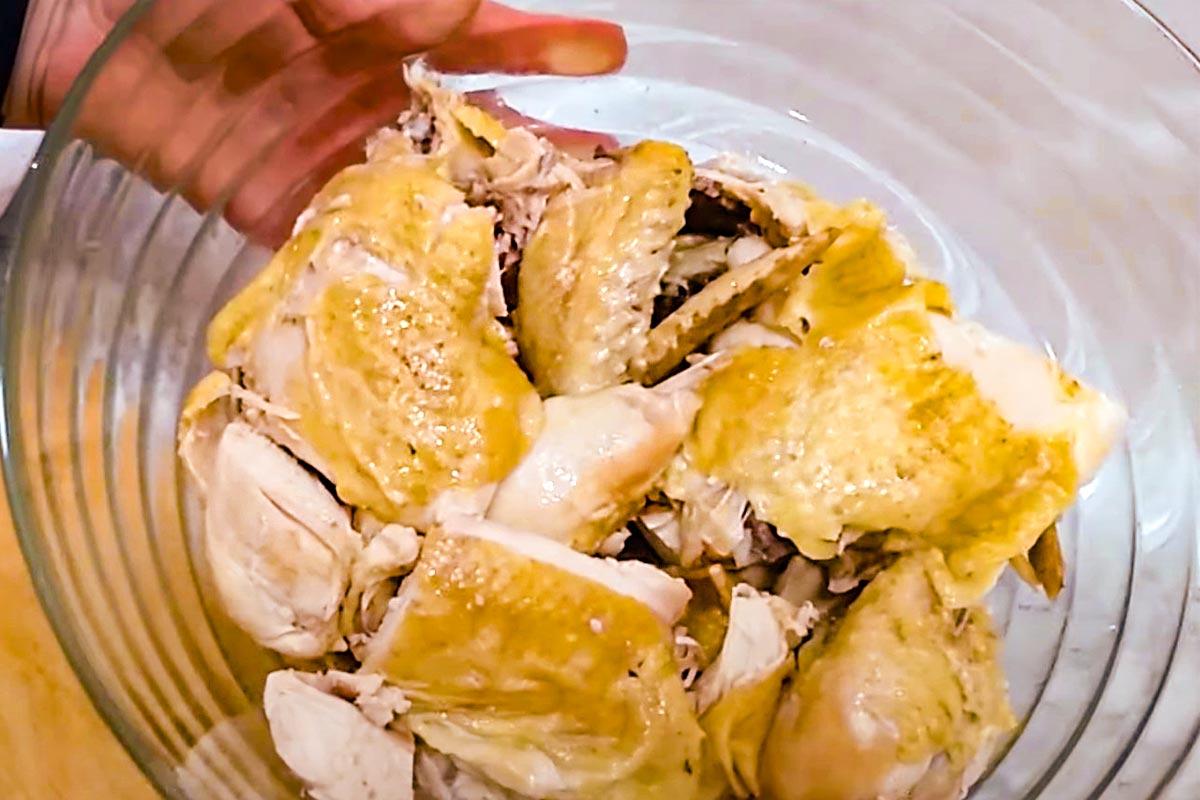 Салат з вареною куркою по-дунгански