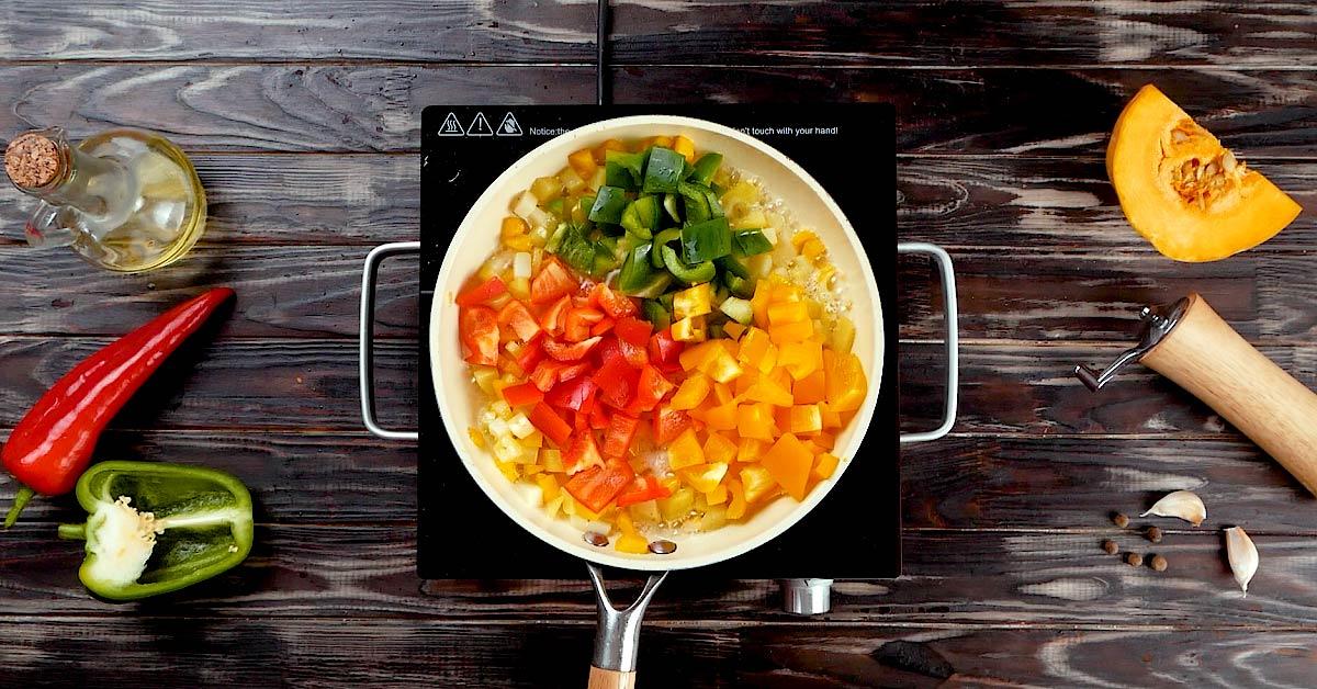 ингредиенты для шакшуки на сковороде